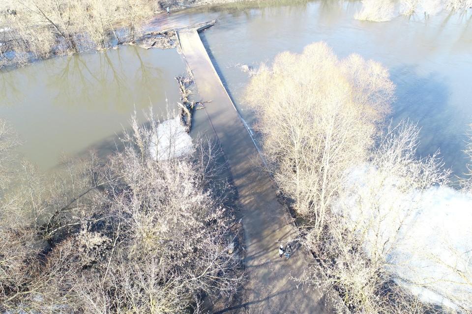 В Орловской области закрыли проезд к мостам в Тайном и Городище. Фото: региональное ГУ МЧС России