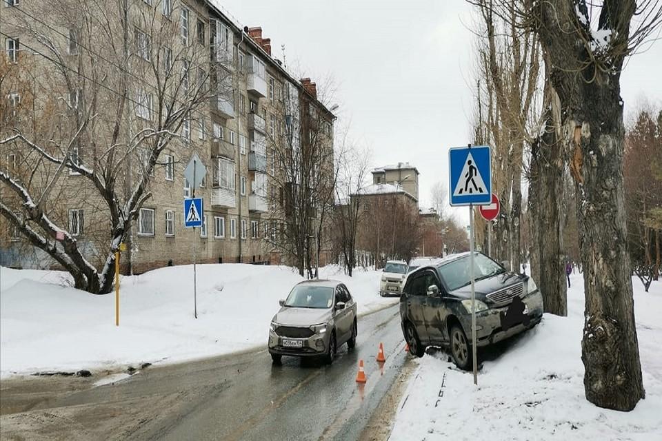 Водитель сбил ребенка. Фото: ГИБДД по НСО.