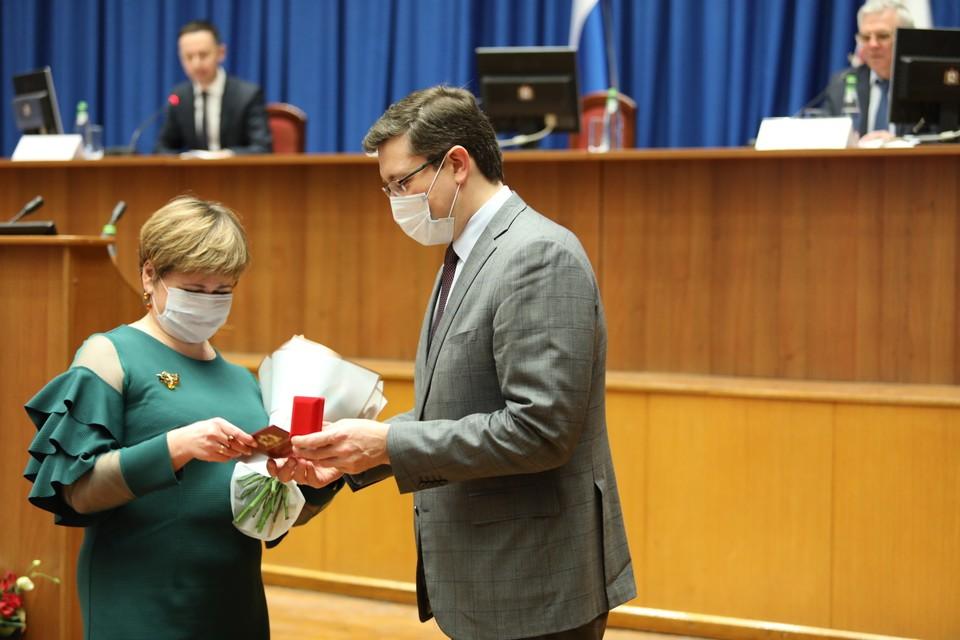 Глеб Никитин вручил награды нижегородским медикам. Фото: Юлия Горшкова