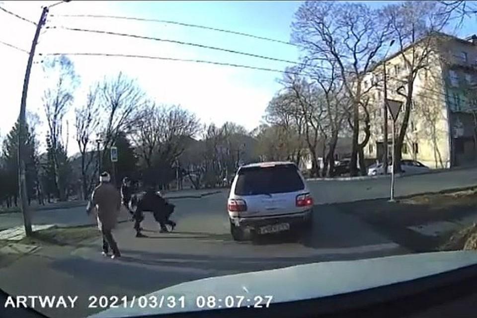 Потасовка посреди дороги в Приморье