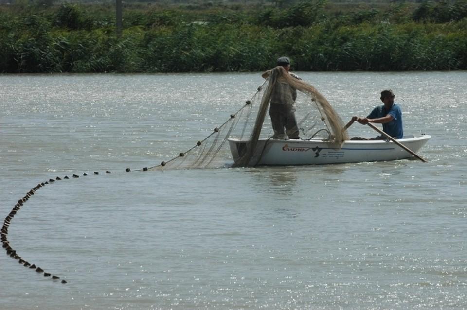 Полицейские будут активно пресекать браконьерство во время нереста рыб.