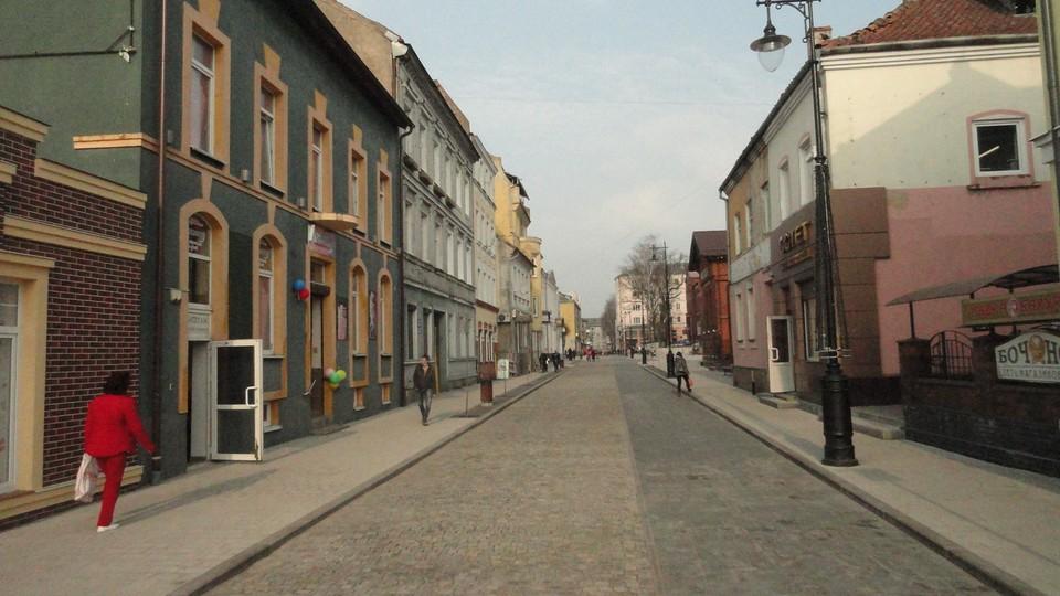Многие улицы городка выглядят теперь действительно по-европейски.