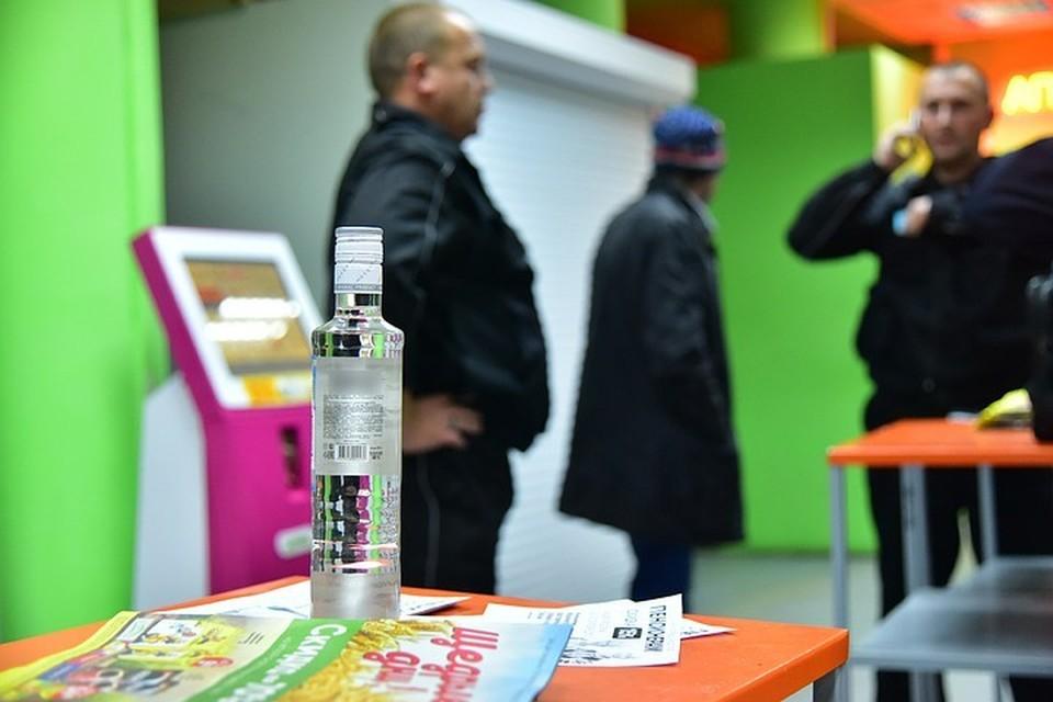 Полиция провела серию рейдов в поисках нелегальной продажи алкоголя.