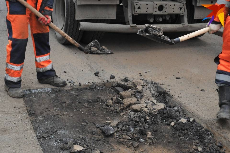 В Мурманской области приступают к ямочному ремонту.