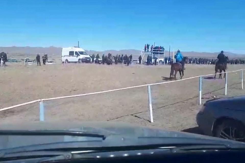 В Туве на конных скачках пострадали два подростка. Фото: МВД по Республике Тыва