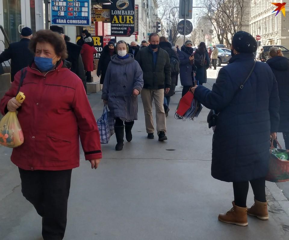 В Кишиневе на улице предлагают маски, сшитые на дому