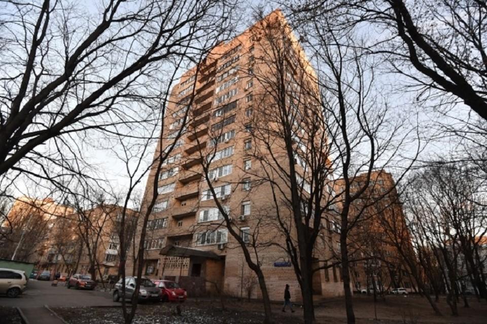 Ребенок найден мертвым в подъезде в Комсомольске-на-Амуре