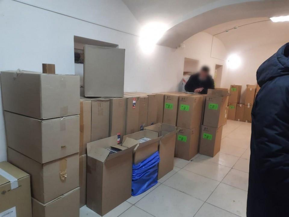 Больше 100 тысяч пачек сигарет изъяли полицейские из оборота. Фото: пресс-служба УМВД России по Орловской области