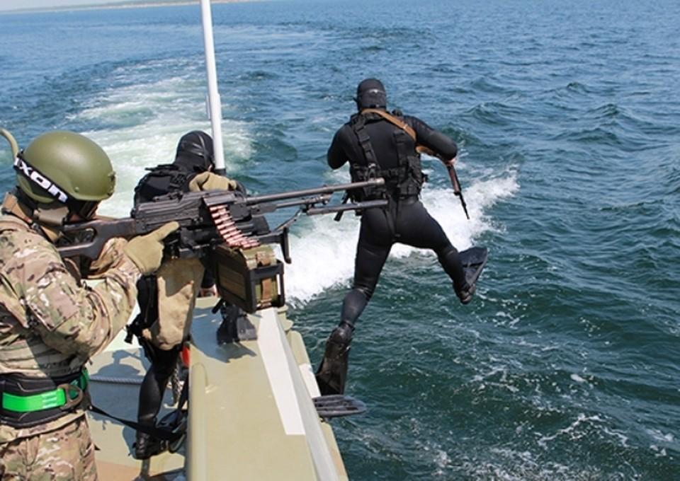 Противодиверсионная группа десантировалась с борта быстроходного катера «Раптор».