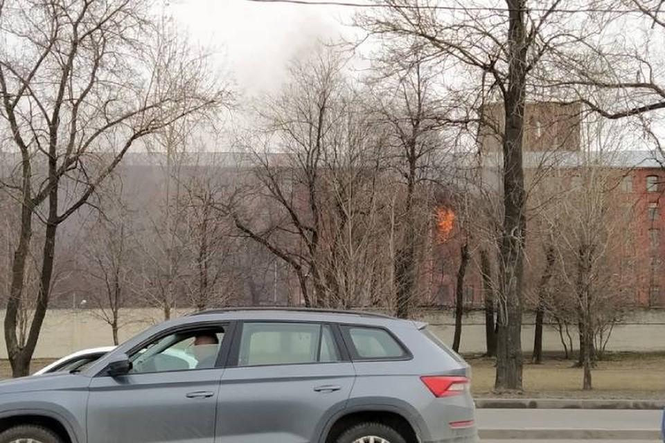 """В сети появилось видео пожара в """"Невской мануфактуре"""" Петербурга"""