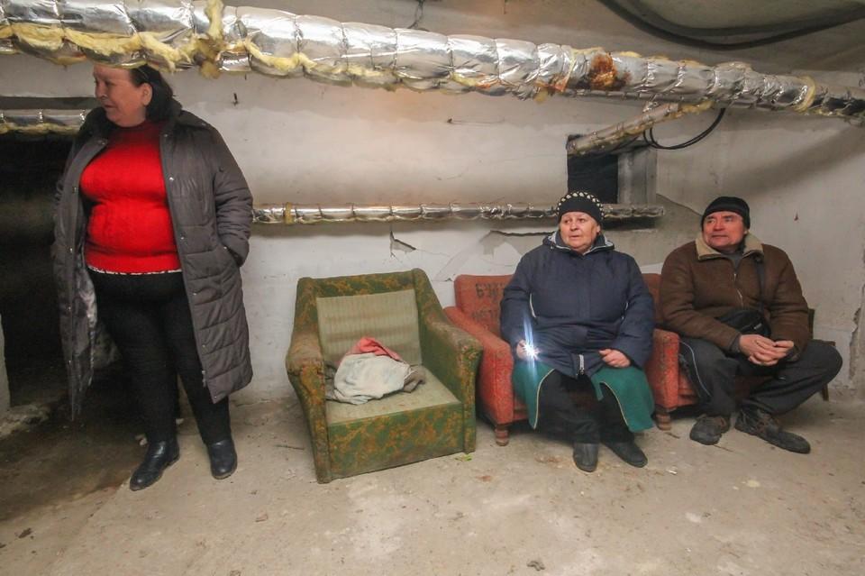 Жители Петровского района Донецка сидят в убежище социального дома