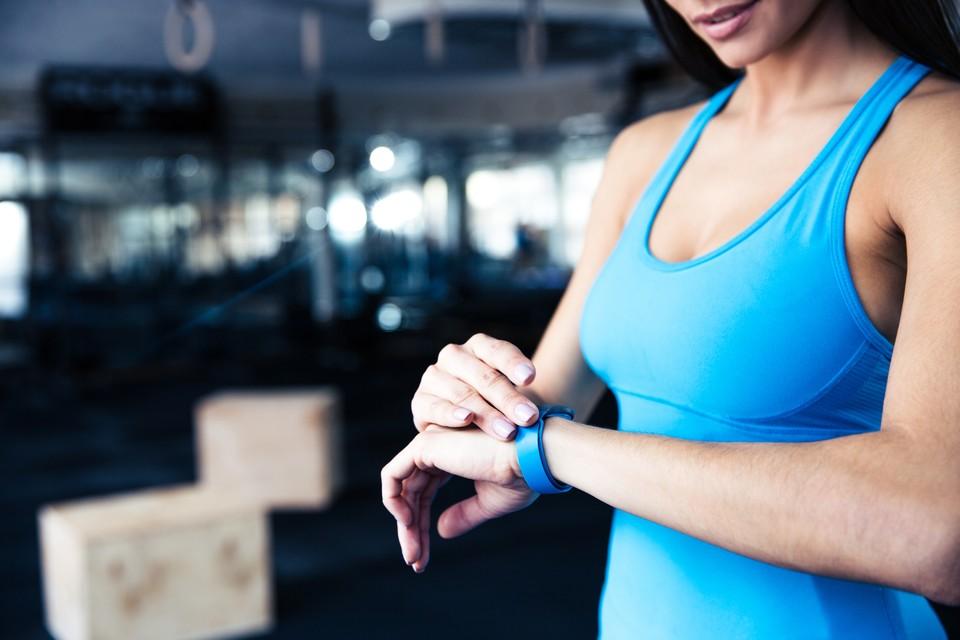 Большого набора «умных» функций от фитнес-браслета ждать не стоит, все же они не смарт-часы.