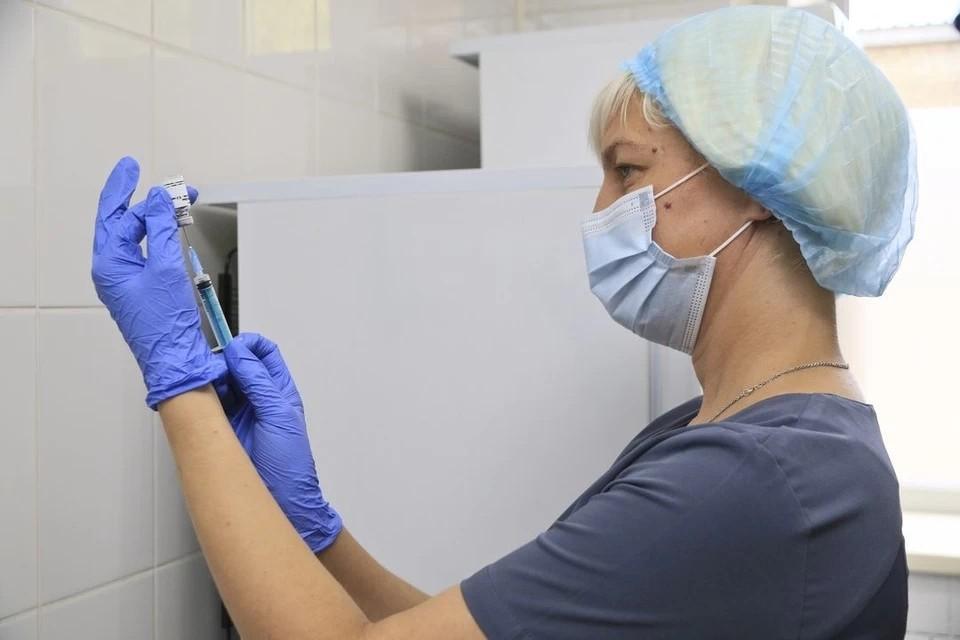 В Пермский край регулярно поступает вакцина от коронавируса.