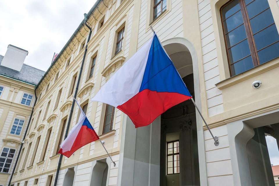 Чешское правительство обвинило Россию во взрыве боеприпасов, который произошел 8 лет назад.