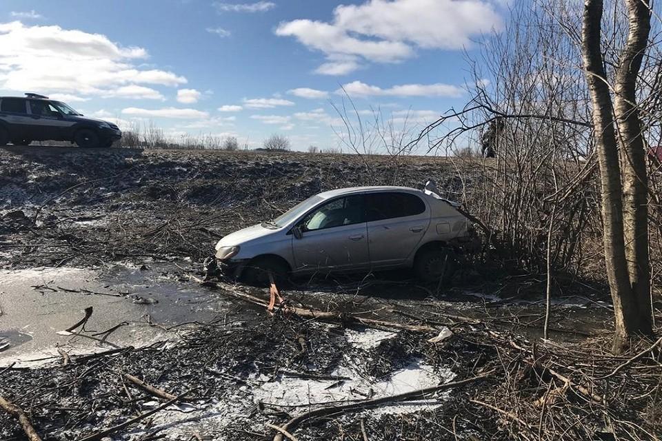 """""""Тойота"""" вылетела в кювет под Новосибирском. Фото: ГИБДД по НСО."""