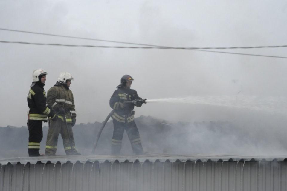 Причина пожара выясняется.