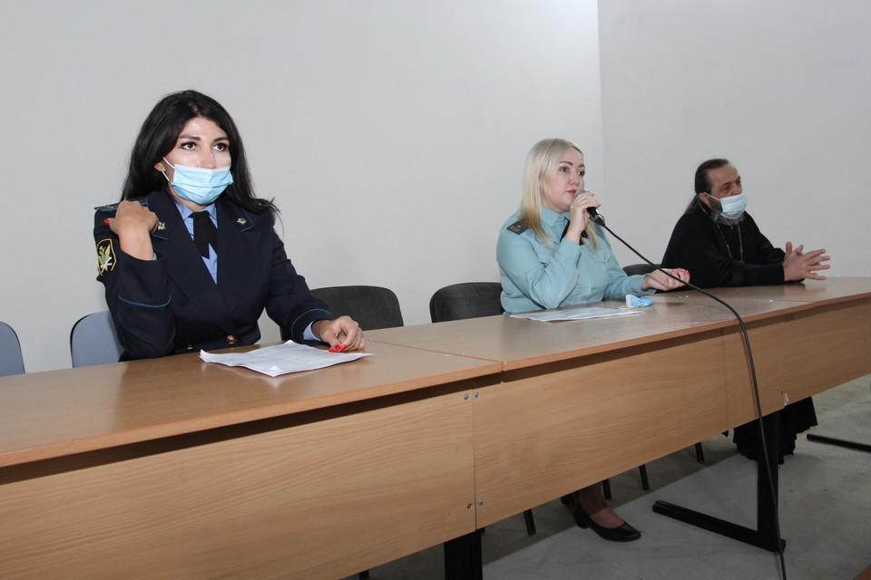 Служители порядка рассказали осужденным о новшествах в законодательстве и оказали им правовую поддержку.