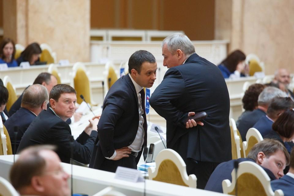 Чиновники и депутаты Санкт-Петербурга отчитались о своих доходах за 2020 год.