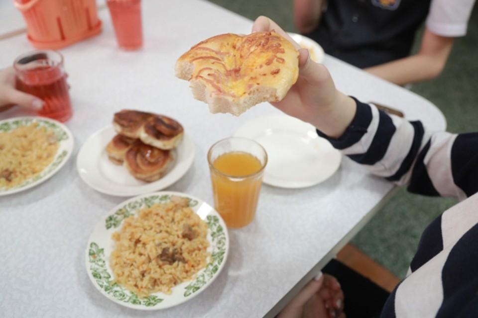 Родители и чиновники проверяют питание в школьных столовых области