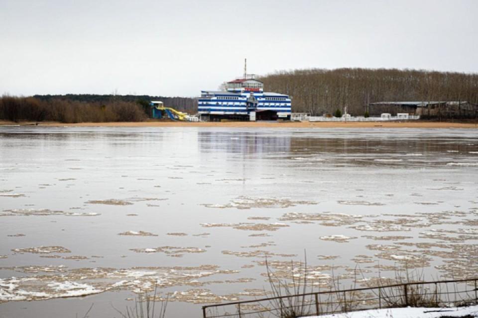На Вятке все еще продолжается редкий ледоход. Фото: admkirov.ru