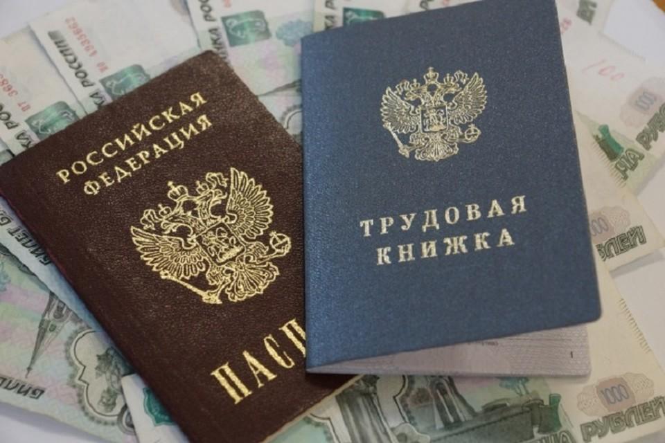 Почти 400 тысяч рублей не выплатил работодатель своей сотруднице в Хабаровске