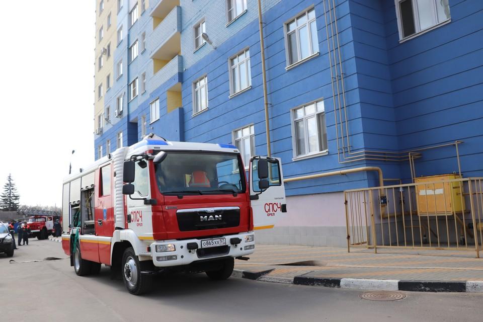Спасатели провели учение по тушению пожара в 16-этажном доме