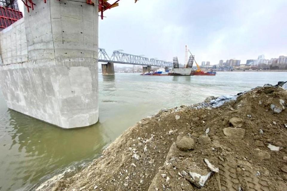 """Четвертый мост в Новосибирске готовят к прохождению паводка. Фото: пресс-служба """"ВИС""""."""