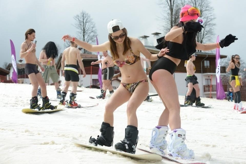 В разгар горнолыжного сезона горные курорты Сочи принимают до 10-12 тыс. туристов