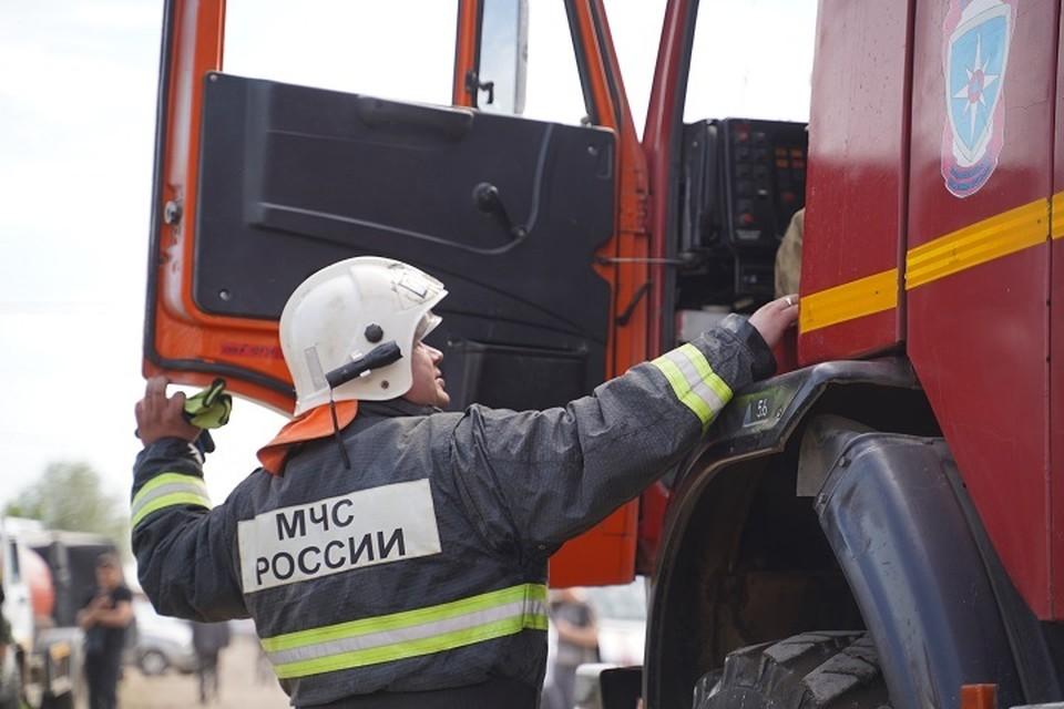 Больше часа горело здание на проспекте Ленина в Кемерове