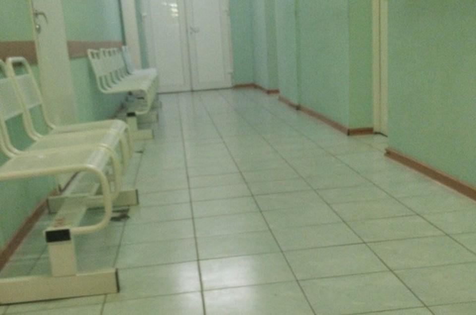 В больницах и стационарах с COVID-19 и пневмониями проходят лечение 900 человек