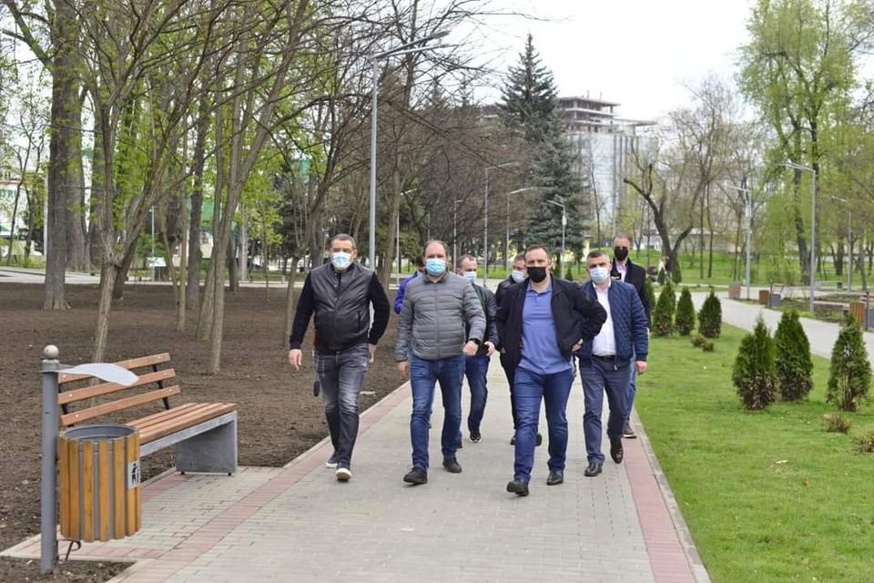 Ион Чебан вместе с гостями из Румынии посетил ряд объектов в городе (Фото: сайт мэра Кишинева).