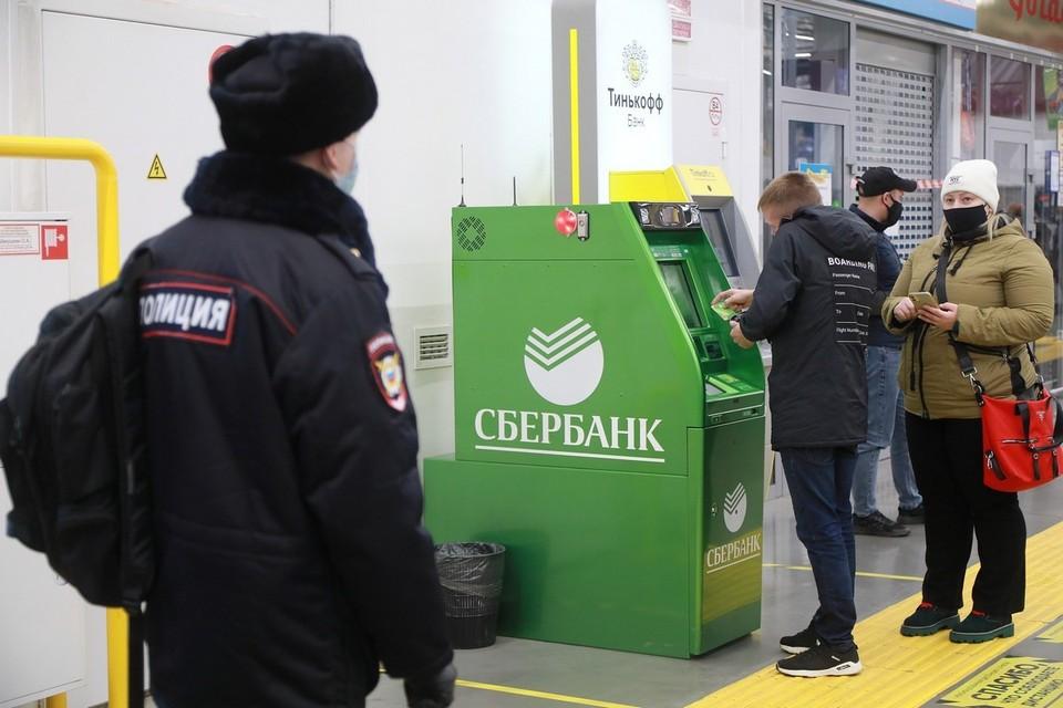 Жительница Канска спасла пенсионерку от мошенников