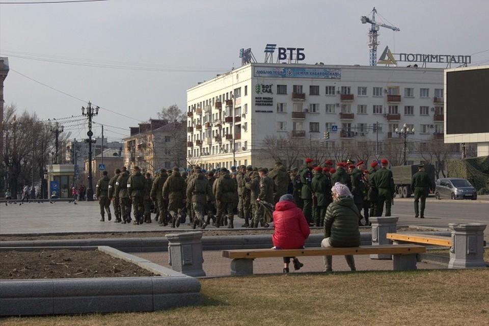 На площадь им. Ленина вышли пешие колонны