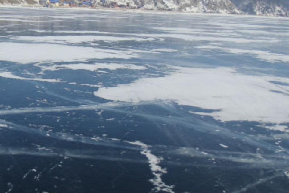 7-летний мальчик утонул, играя на льду реки в Бурятии