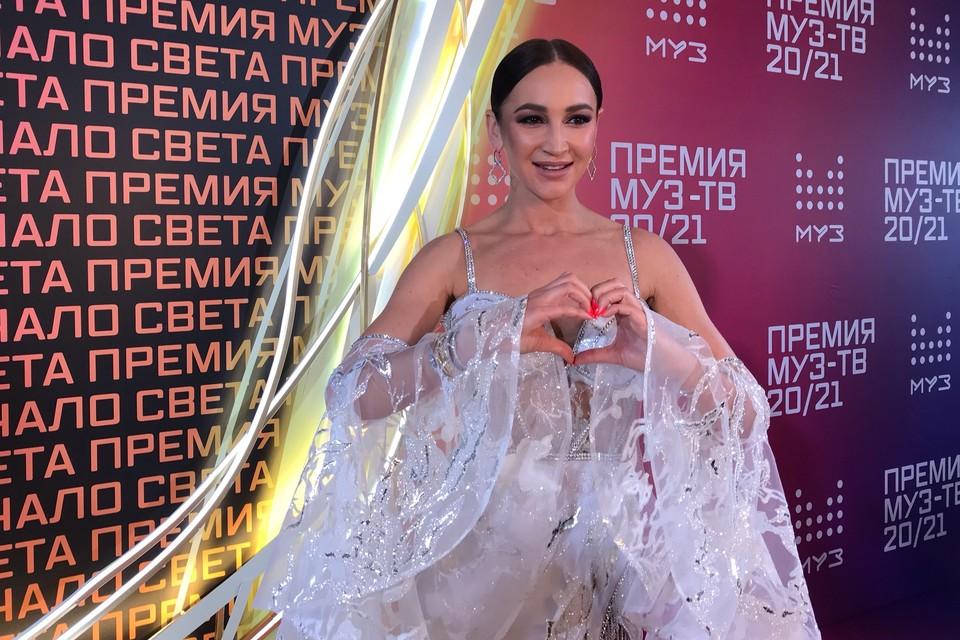 Ольга Бузова выбыла из списка ведущих премии, но претендует на победу в нескольких номинациях.