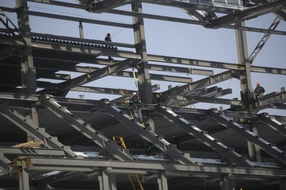Согласно контракту, подрядчик обязан выполнить 60% работ.
