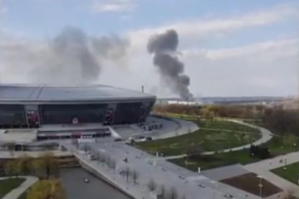 Дым от огня был виден на многие километры вокруг. Фото: Скриншот видео youtube.com/ЧП Донецк