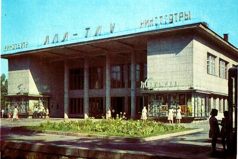 Если глянуть на все в цифровом выражении, то статистика покажет, что в 1960 году казахстанцы сходили в кино 166 миллионов раз.