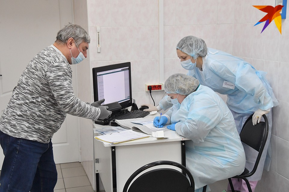 Медицинская помощь пациентам с COVID-19 на дому и дистанционно будет оказываться ежедневно.