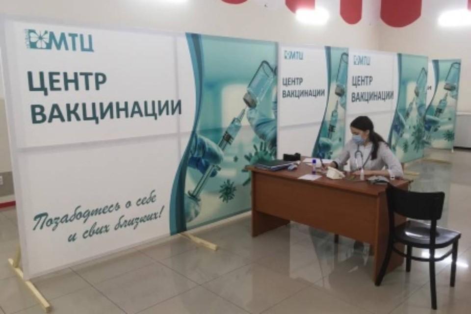 Первый пункт вакцинации от Сovid-19 в торговом центре открылся в Иркутске. Фото: администрация Иркутска