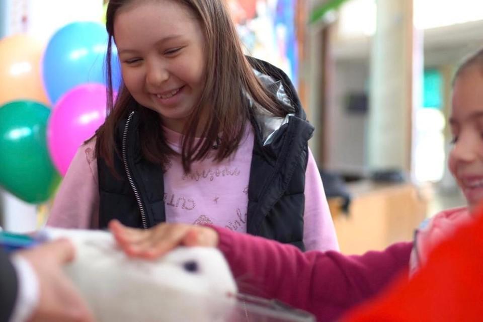 Виолетта даже «наколдовала» маленького белого кролика в шляпе