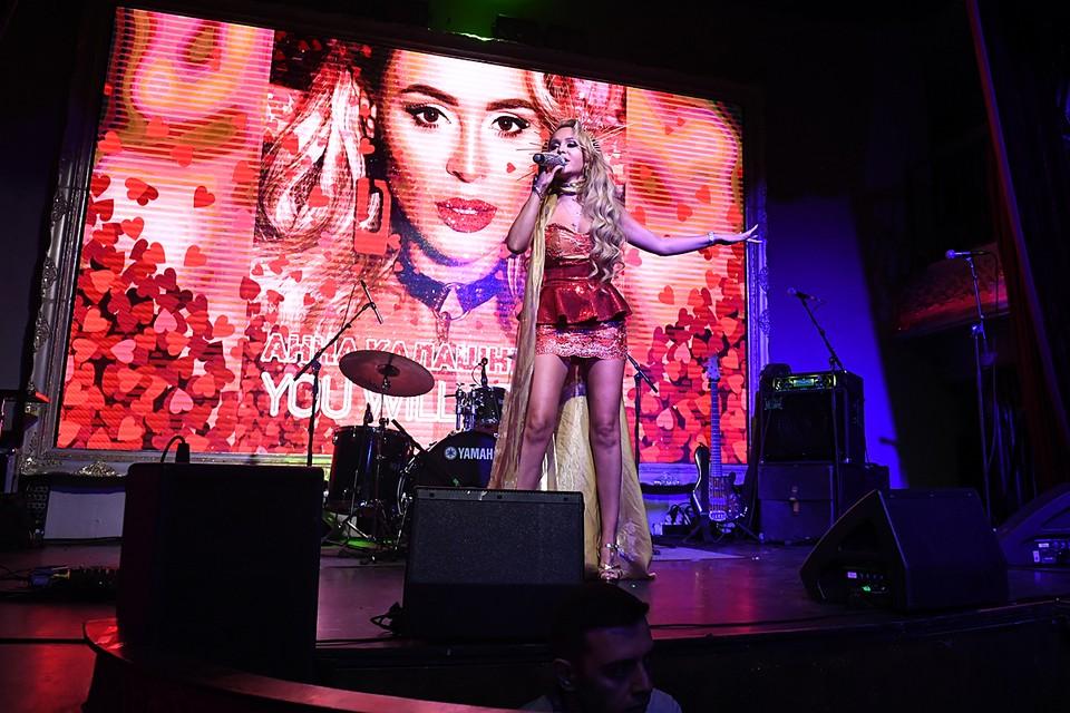 Накануне Анна выступала на вечере «Комсомолки», в тот же день была премьера ее нового сингла «Гагарин»