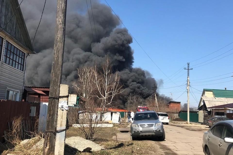 Видео крупного пожара на мебельной фабрике в Иркутской области. Фото: skupka38angarsk