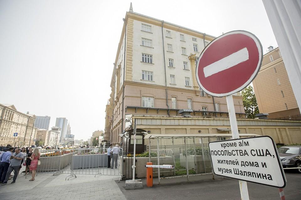 Посольство США в России объявило, что с 12 мая резко сокращает предоставление консульских услуг
