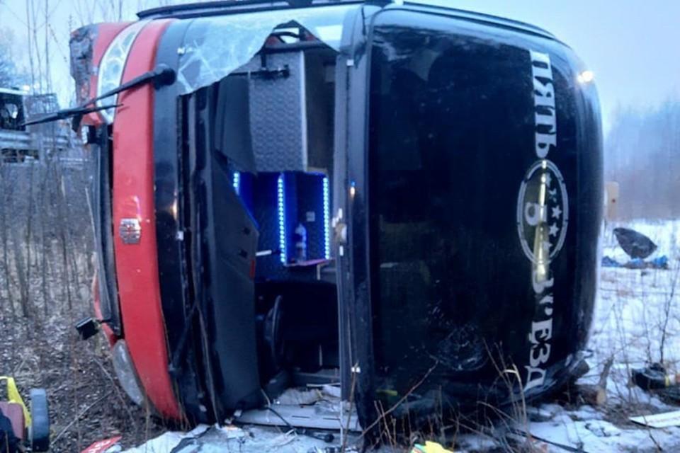 Водитель во время поворота не справился с управлением и съехал в кювет. Фото: sovgavanrf