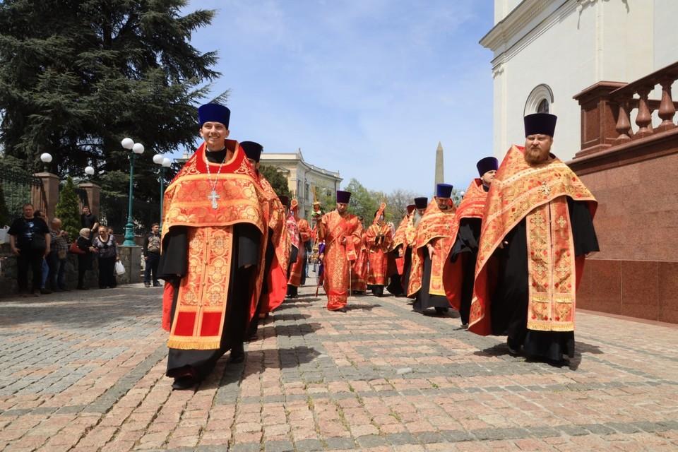Праздничная служба в кафедральном соборе Александра Невского. Фото: Сергей Аксенов/VK