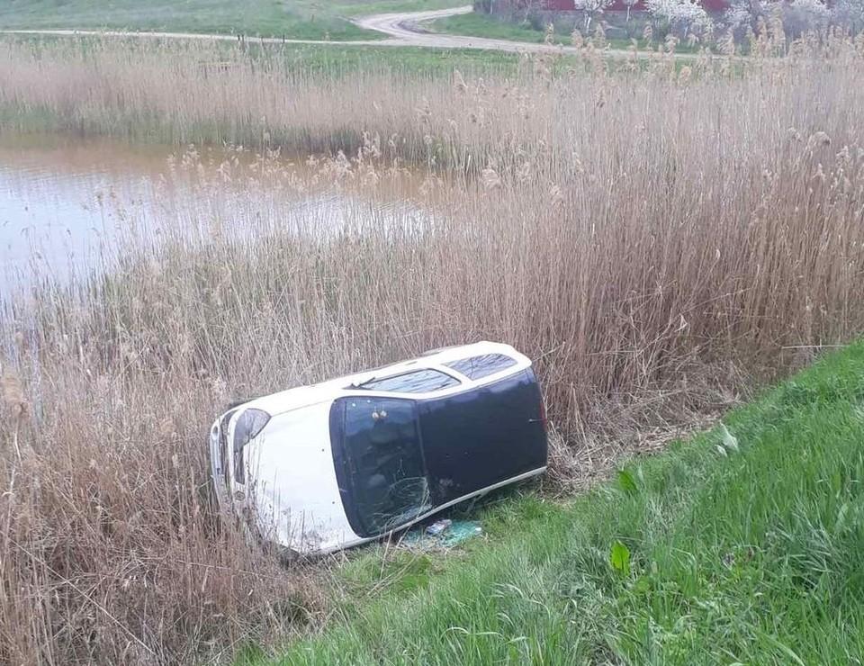 Машина упала в камыши. Фото: esp.md