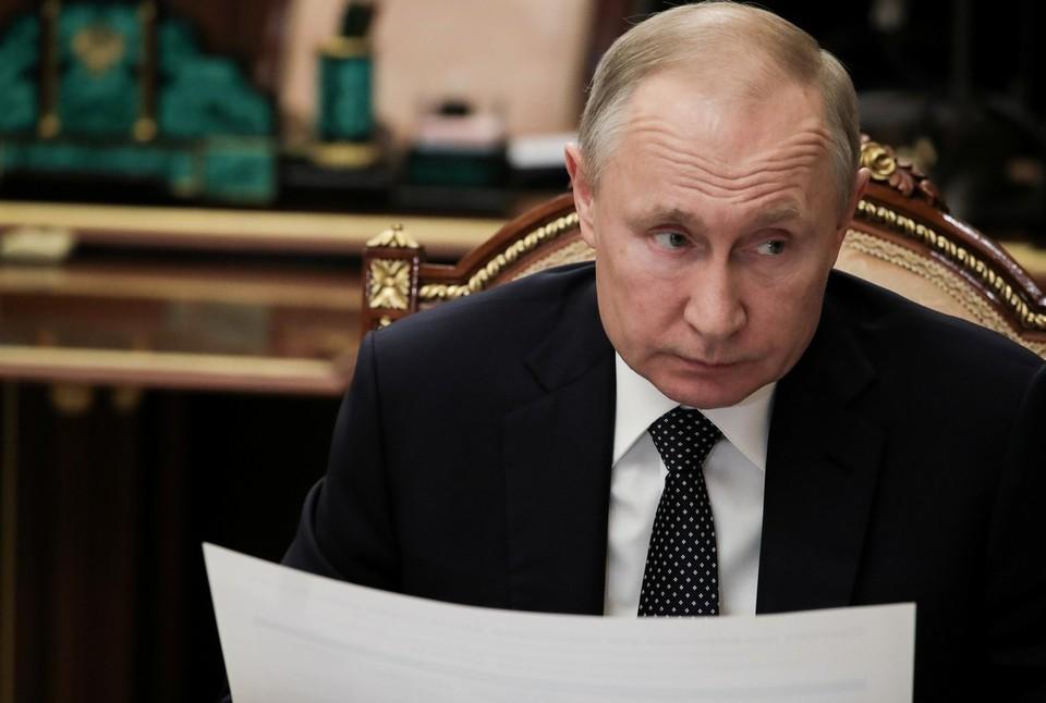 Путин поручил выплатить по 10 тысяч рублей семьям с детьми от шести до 18 лет в августе 2021