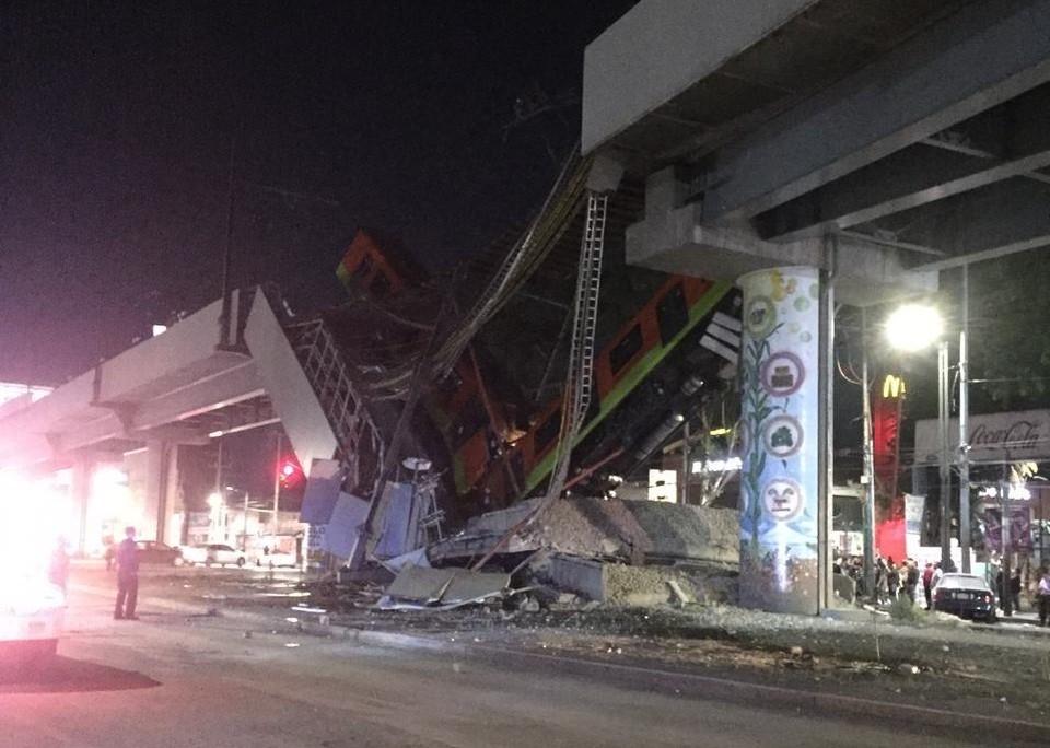 80 человек пострадали при обрушении метромоста с поездом в Мехико. Фото: Twitter @Ambriz_Oficial