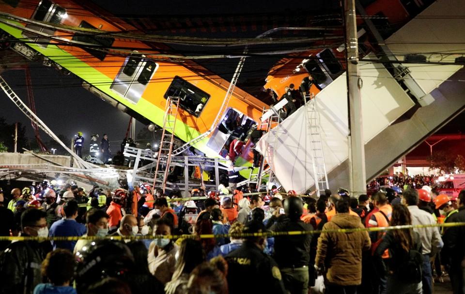 Видео обрушения метромоста c поездом в Мексике появилось в сети